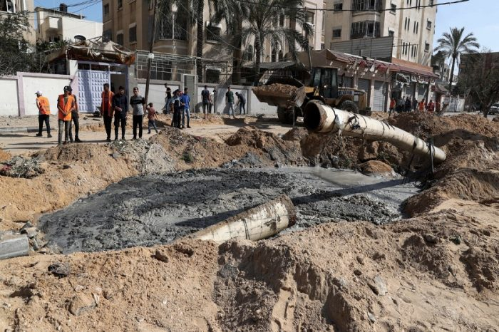 Israel and Hamas agree Gaza truce, to be monitored by Egypt
