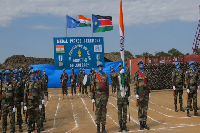 Indian and Sri Lankan peacekeepers in Bor receive UN medals for outstanding service