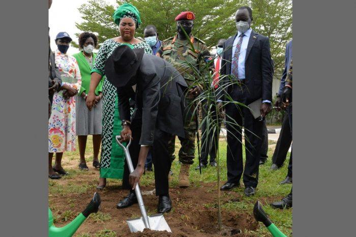 Kiir kick starts 100million trees planting Project