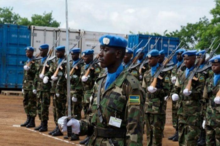 Medals are presented to Rwandan peacekeepers in South Sudan.