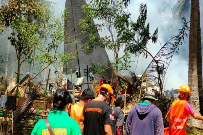 Military aircraft in the Philippines crashes
