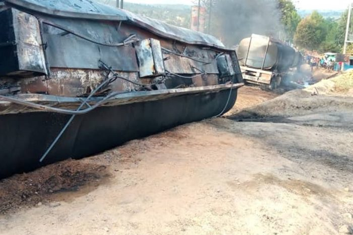 Uganda: In Nebbi, a fuel truck explodes while awaiting clearance.